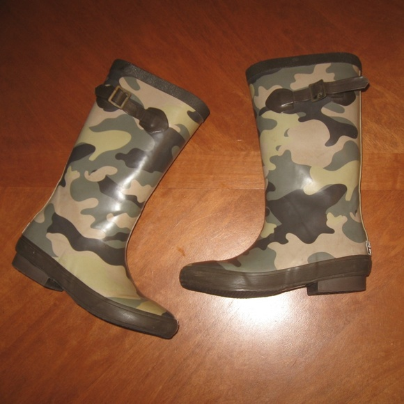 c7bed58836 L.L. Bean Other - LL Bean Kids Rain Boots Camo Green size 3